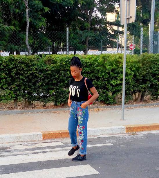 Jean mom & t-shirt : les bons basiques